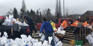 Flood 2019 sandbagging Ile Bizard
