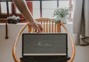 romantic-atmosphere-music-tunes-speakers