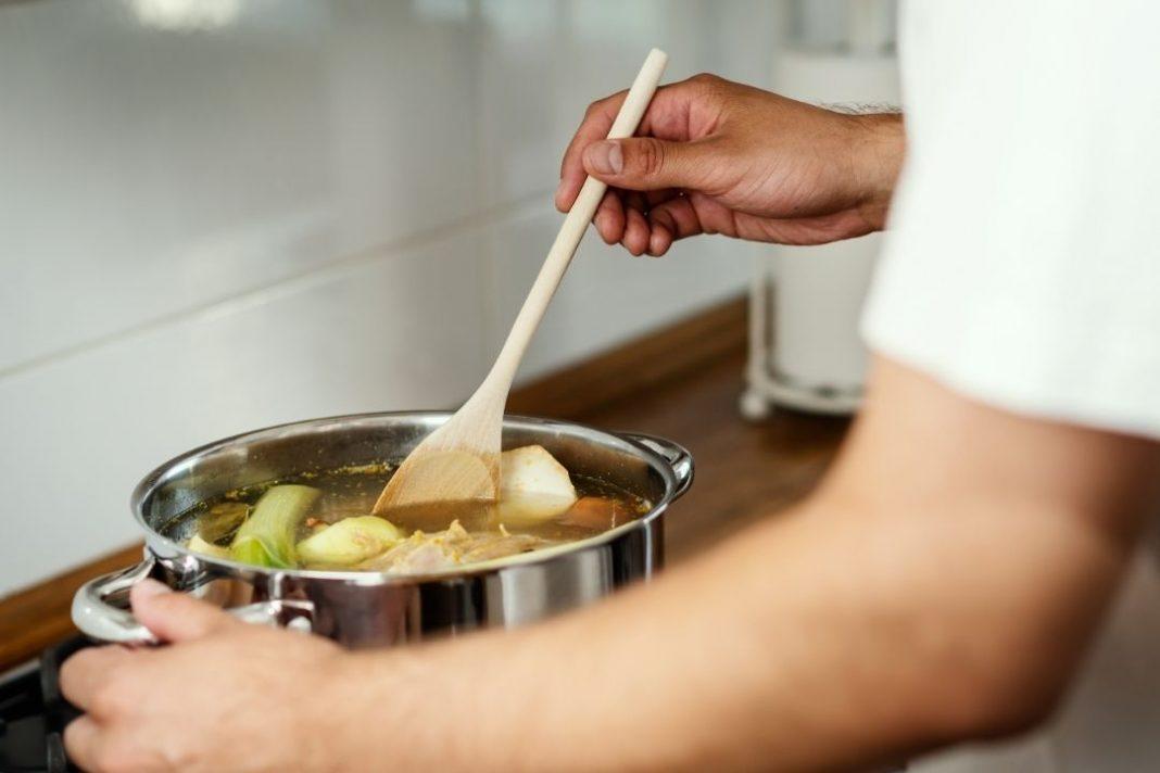 use-leftover-vegetable-scraps-uses-make-vegetable-broth